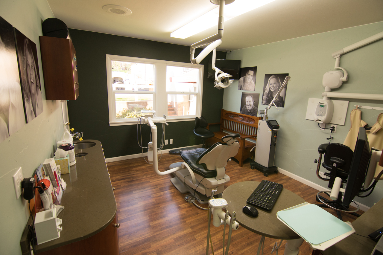 The peaceful Sonora dental office of Artisan Dental is filled with calming colors and photos.